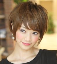 このヘアカタログの名前は「ミセス大人女子の小顔ショートヘア!髪型でマイナス5 歳若く!」です。