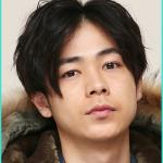 成田凌の髪型、グリーンボーイズと大貧乏のセンターパート画像