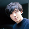 高橋一生の髪型のポイントは、全体の毛流れを横に流すこと!